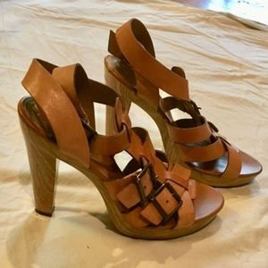 Jessica Simpson tan strappy leather buckle heels